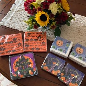 🎃Halloween themed napkins 204 in unopened package
